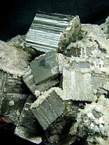 pyrit-krystaly.jpg