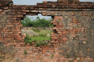 crumbling wall2