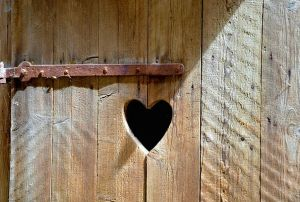 door-entrance-wooden-door-old-heart-free-image-toi-9710